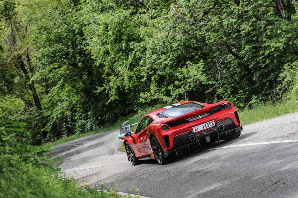 Ferrari 488 2018, вид сзади