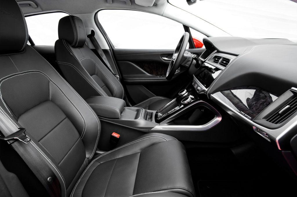 Jaguar I-Pace, передние сиденья