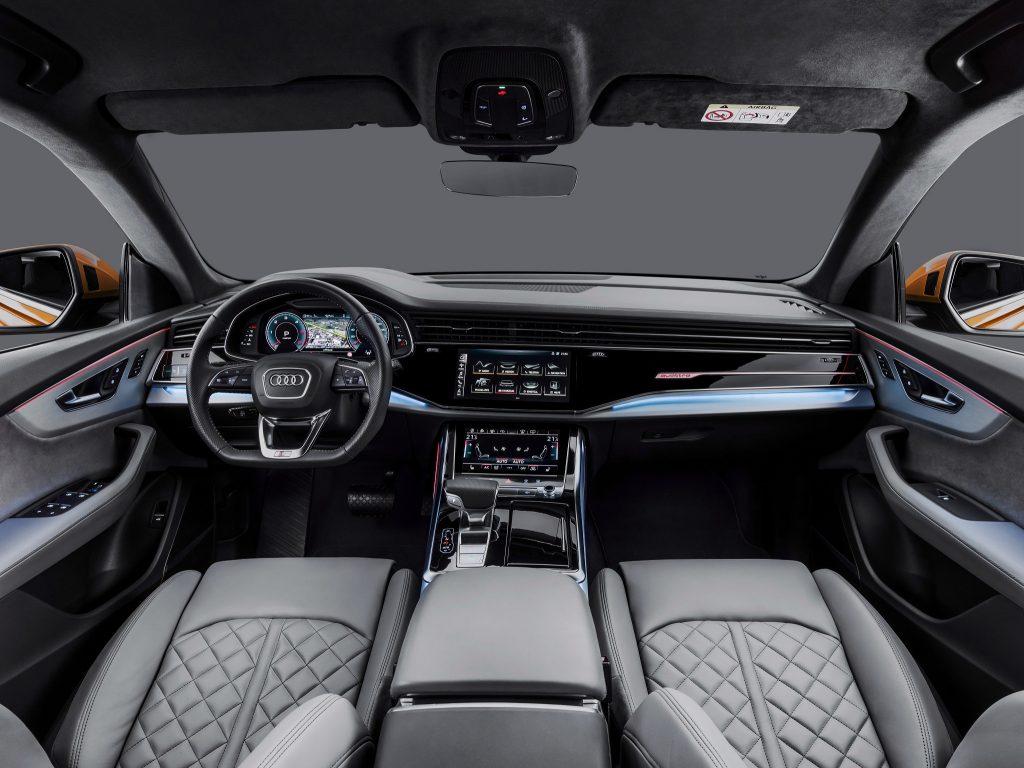 Новый Audi Q8, передняя панель