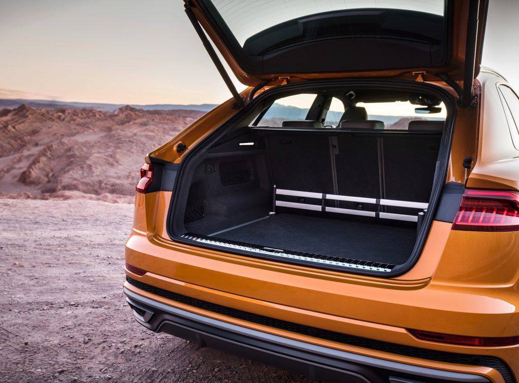 Новый Audi Q8 2018, багажник