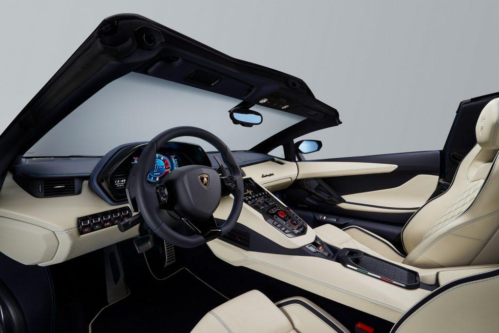Новый Lamborghini Aventador S Roadster, передняя панель