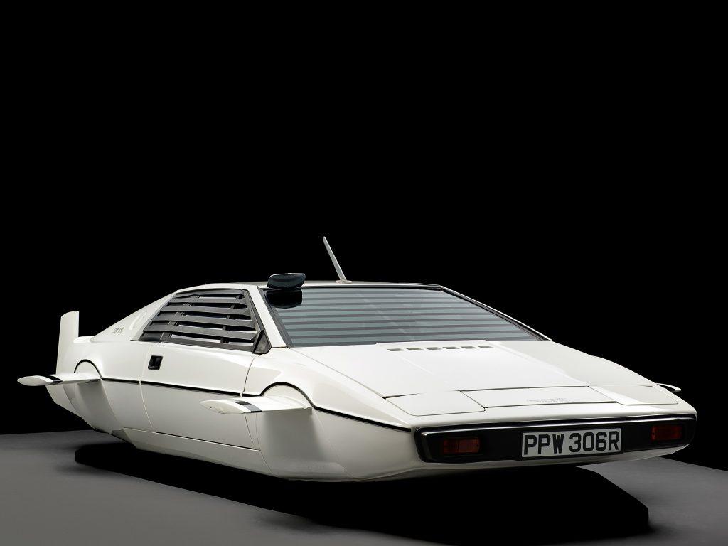 Для Джеймса Бонда Lotus Esprit переделали в подводную лодку