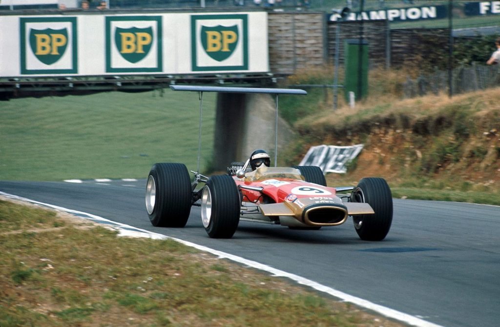 Победоносный болид Lotus 49 1968 года впервые в мире получил антикрыло
