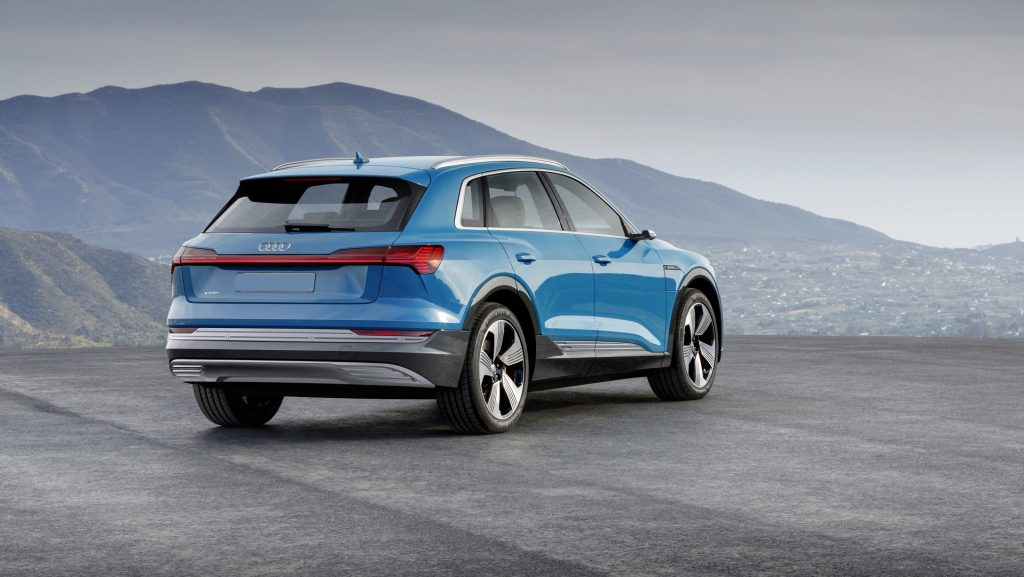 Audi e-tron 2019, вид сзади