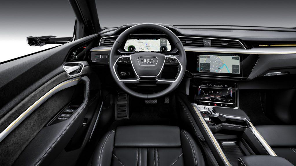 Audi e-tron 2019, передняя панель