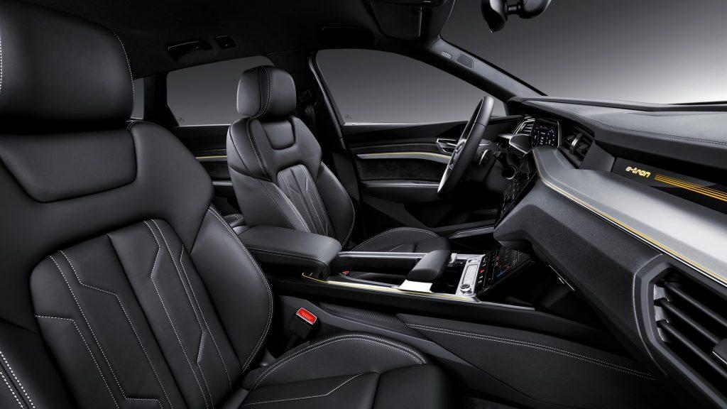 Новый Audi e-tron, передние сиденья