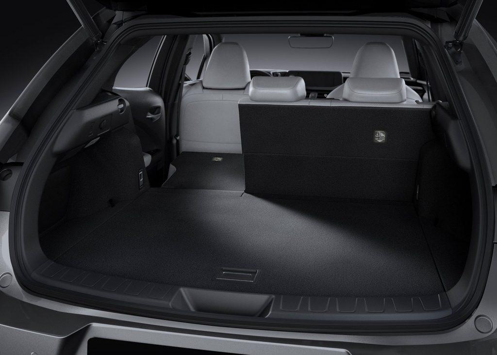 Lexus UX 2019, багажник