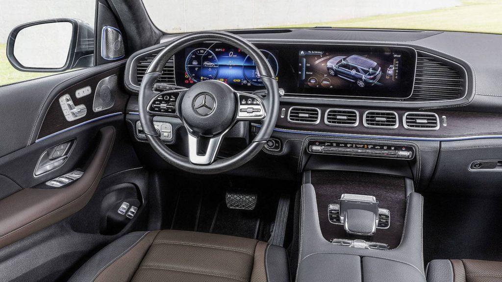 Новій Mercedes-Benz GLE, передняя панель