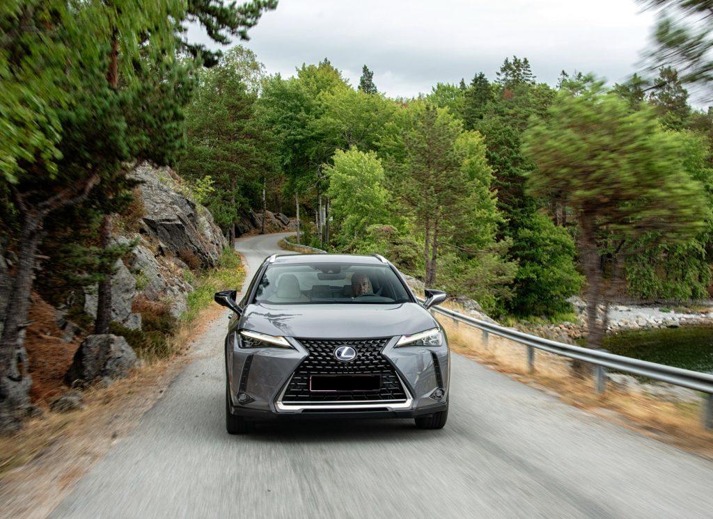 Lexus UX 2019, вид спереди