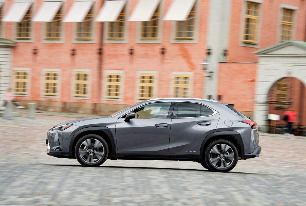 Lexus UX 2019, вид сбоку