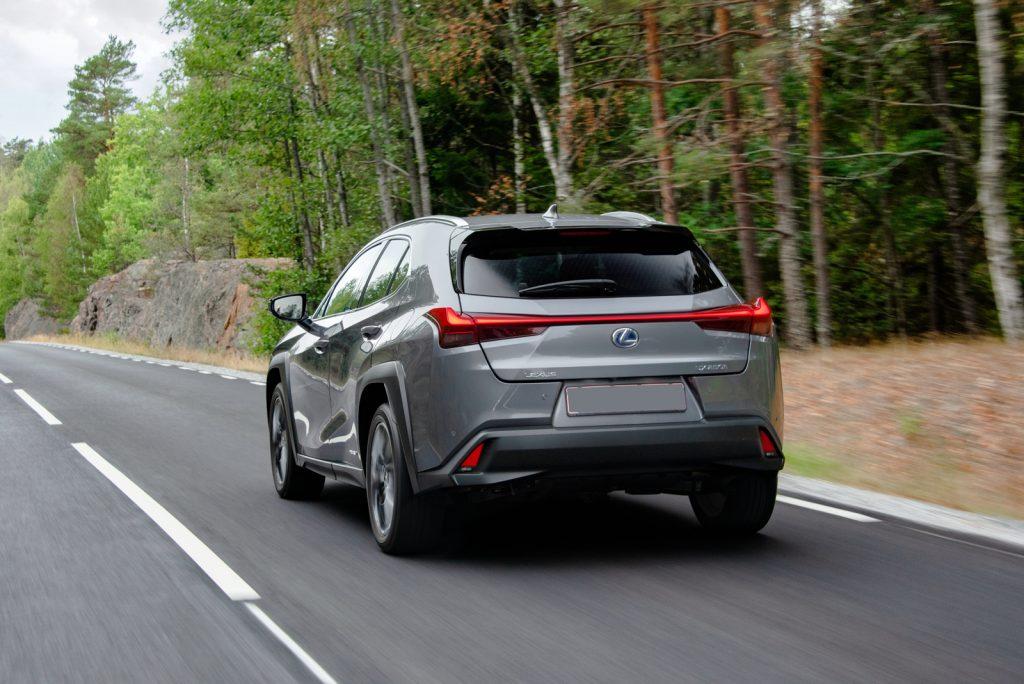 Новый Lexus UX, вид сзади