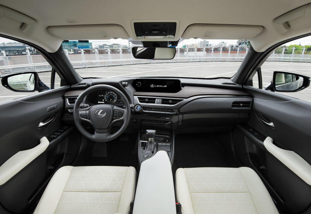 Lexus UX 2019, передняя панель