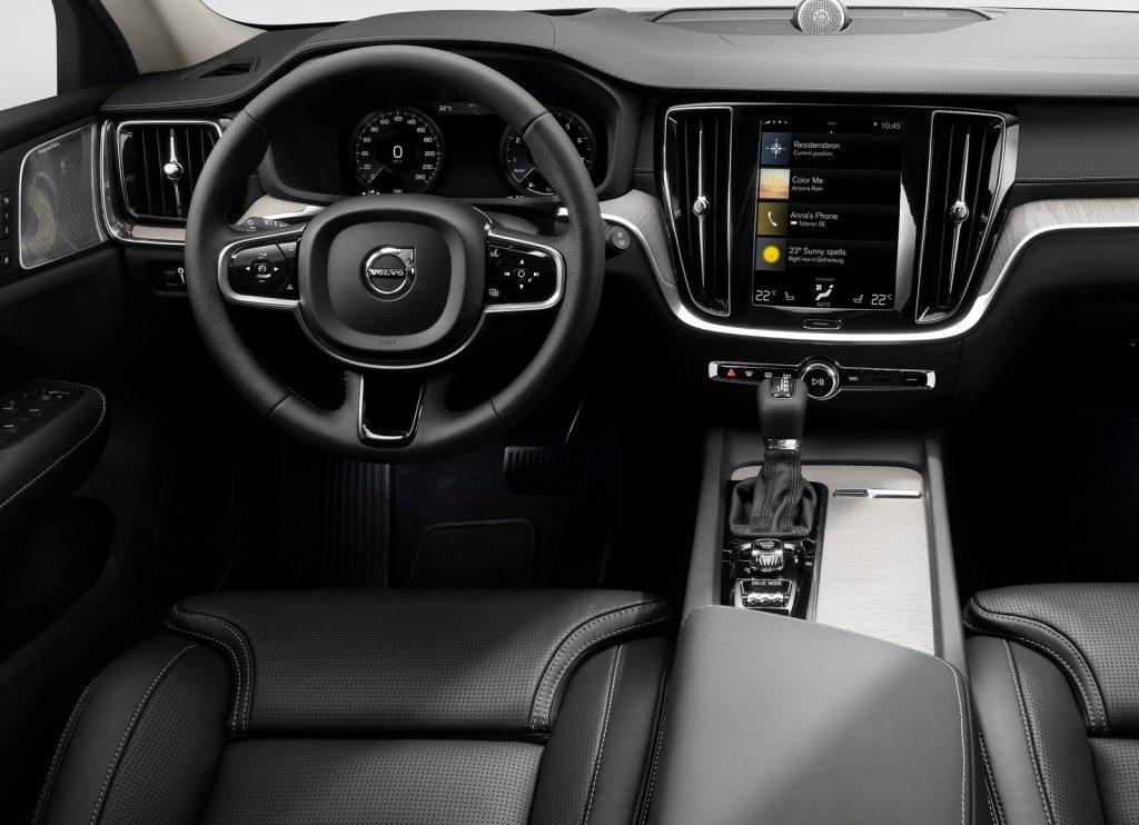 Volvo V60 Cross Country, передняя панель