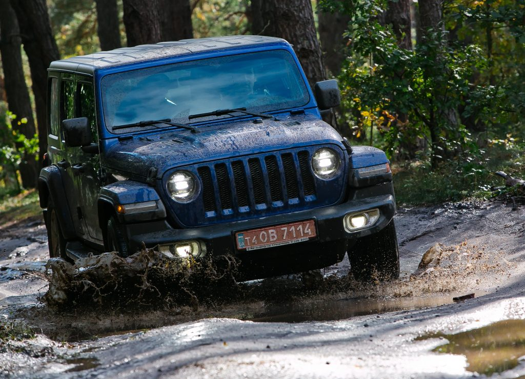 Jeep Wrangler на бездорожье