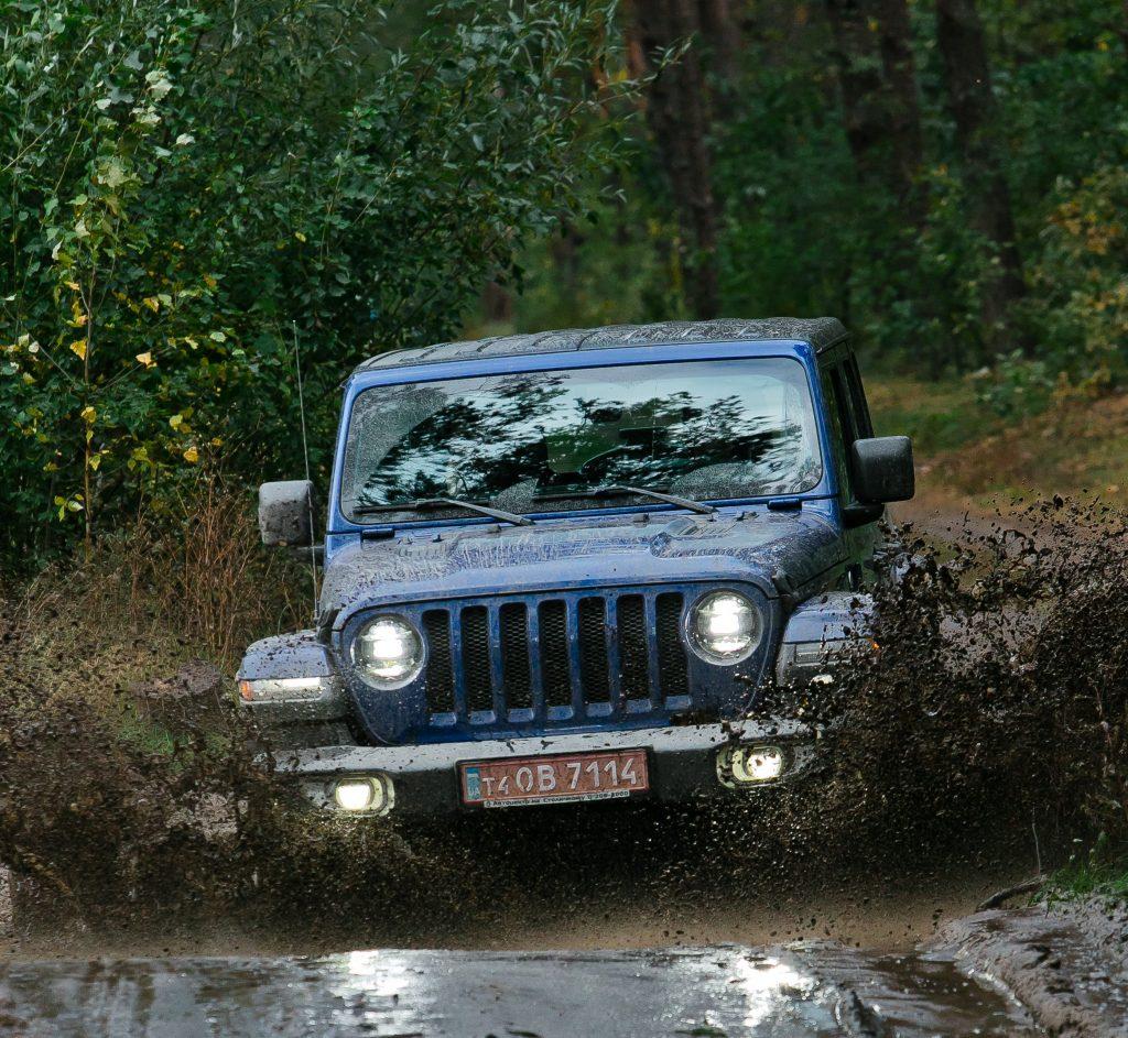 Новый Jeep Wrangler на бездорожье