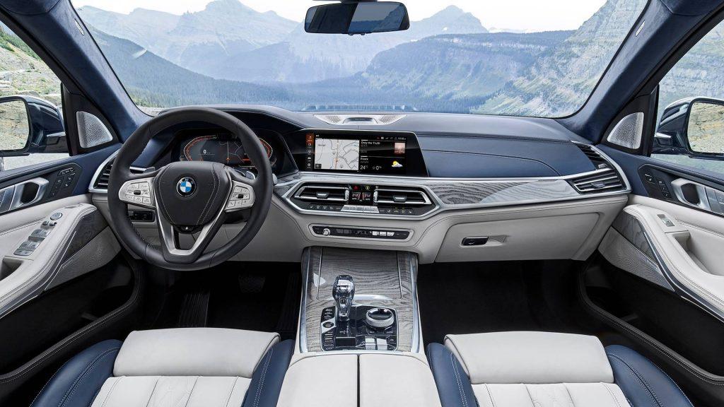 Новый BMW X7, передняя панель