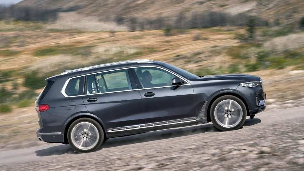 BMW X7 2019, вид сбоку