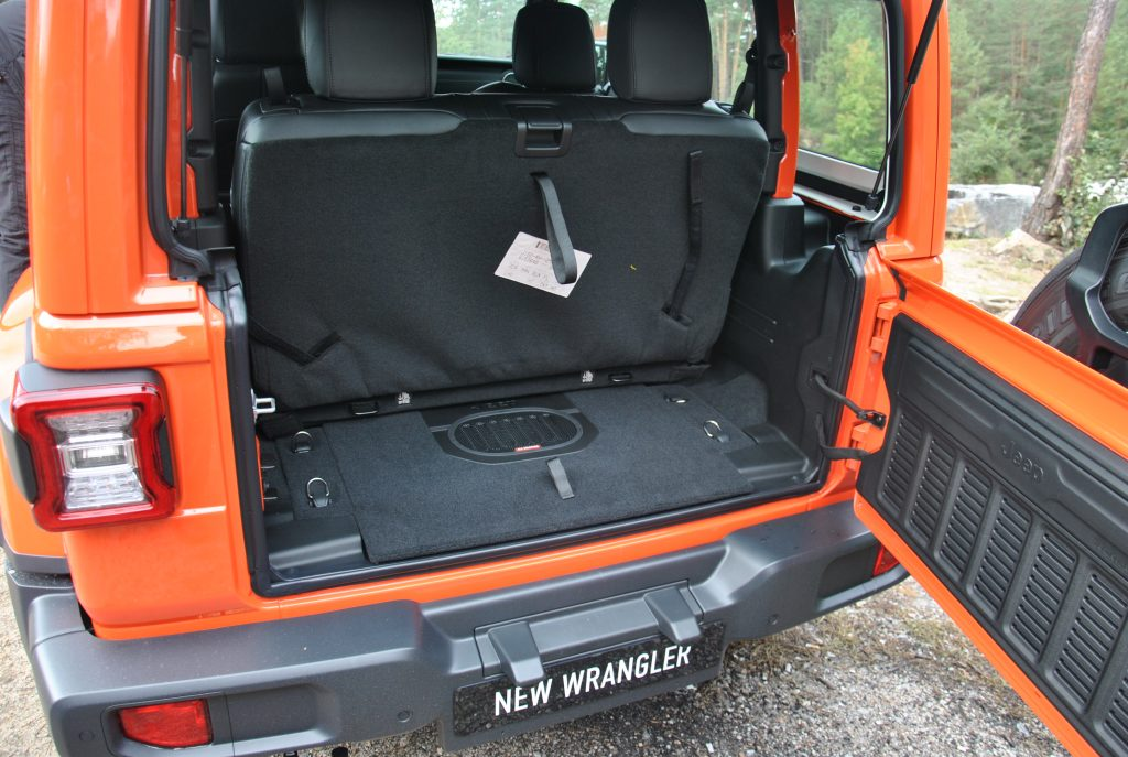 Jeep Wrangler 2018, багажник
