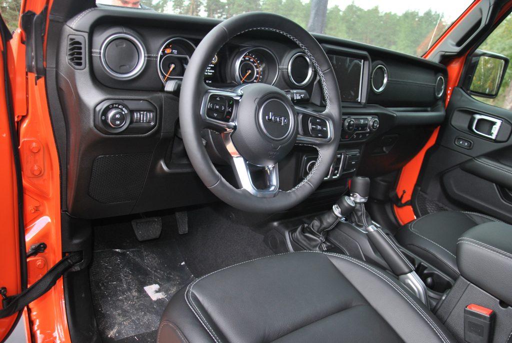 Новый Jeep Wrangler, передняя панель