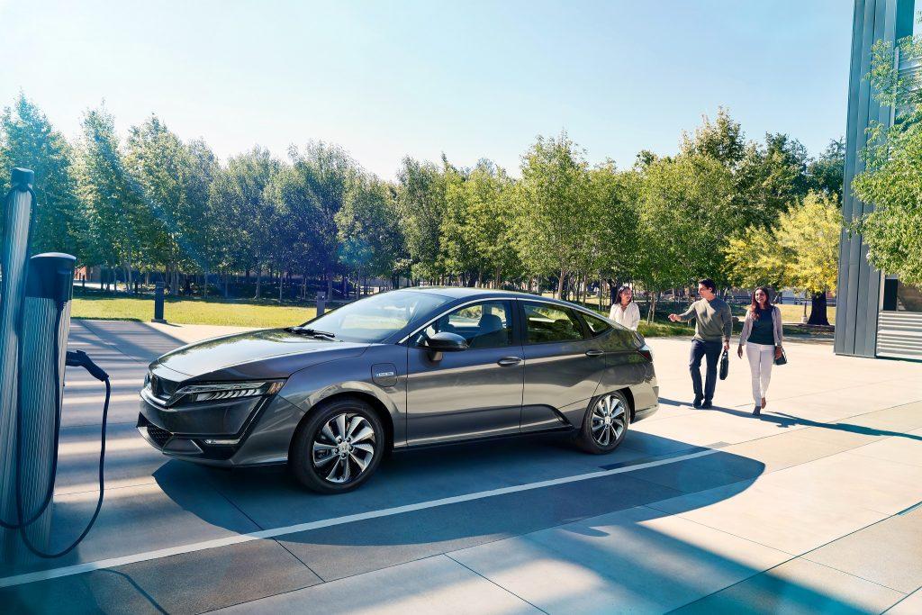 Honda Clarity 2017 года может быть и гибридом, и электромобилем