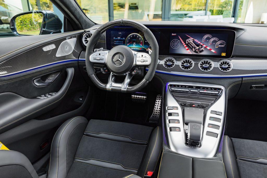 Новый Mercedes-AMG GT 4-Door, передняя панель