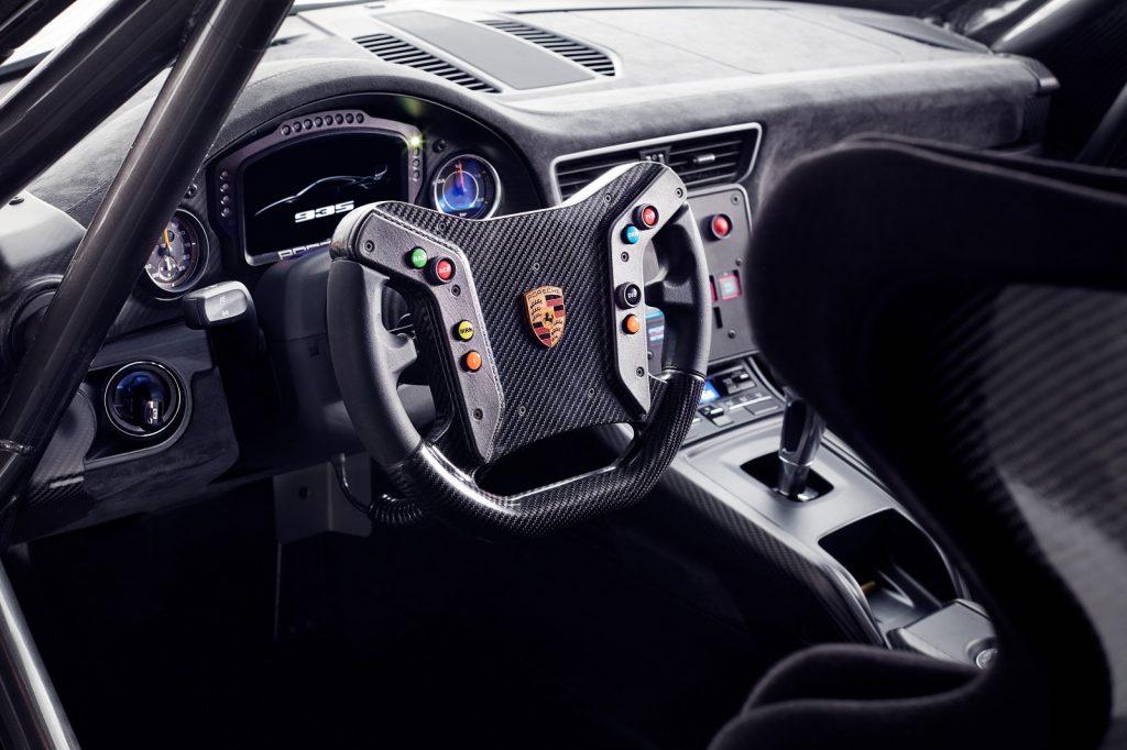 Новый Porsche 935, салон