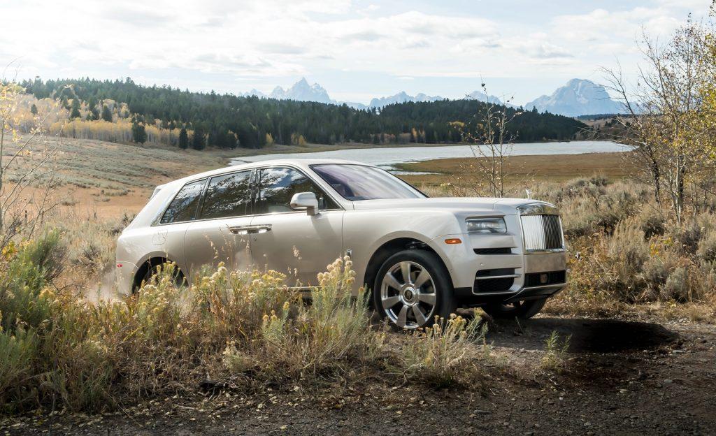 Rolls-Royce Cullinan, вид на переднюю диагональ