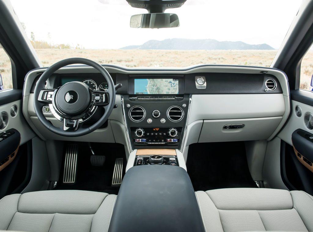 Новый Rolls-Royce Cullinan, передняя панель