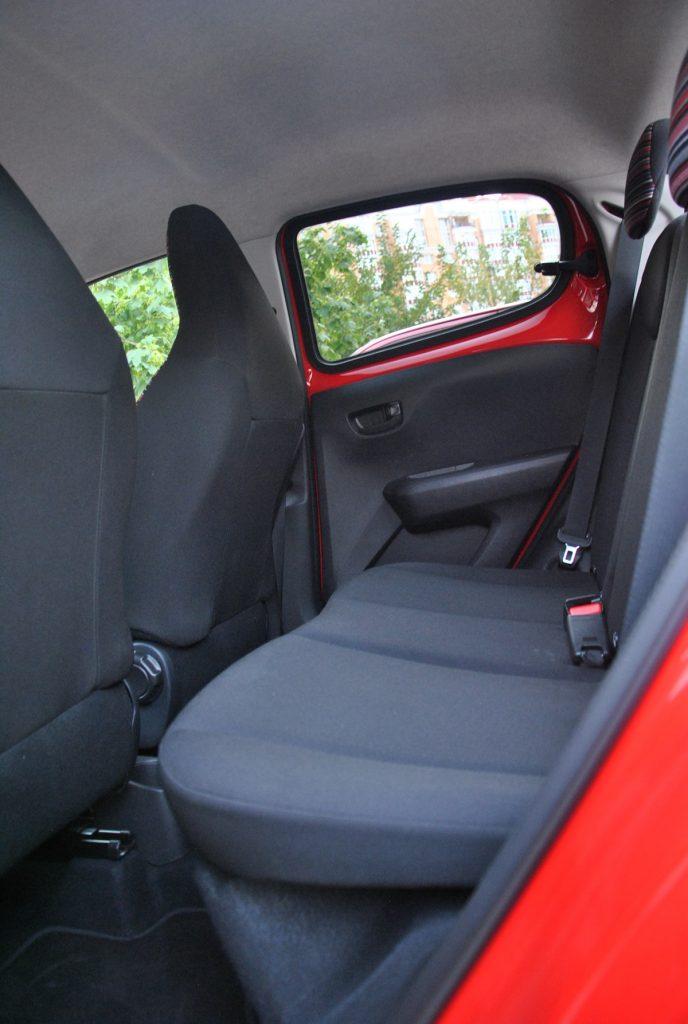 Citroen C1, задние сиденья