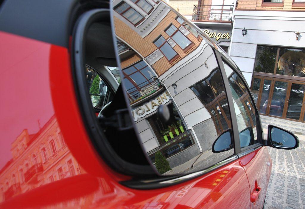Citroen C1, заднее окно открывается в сторону