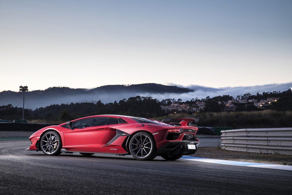 Lamborghini Aventador SVJ 2018, вид сбоку