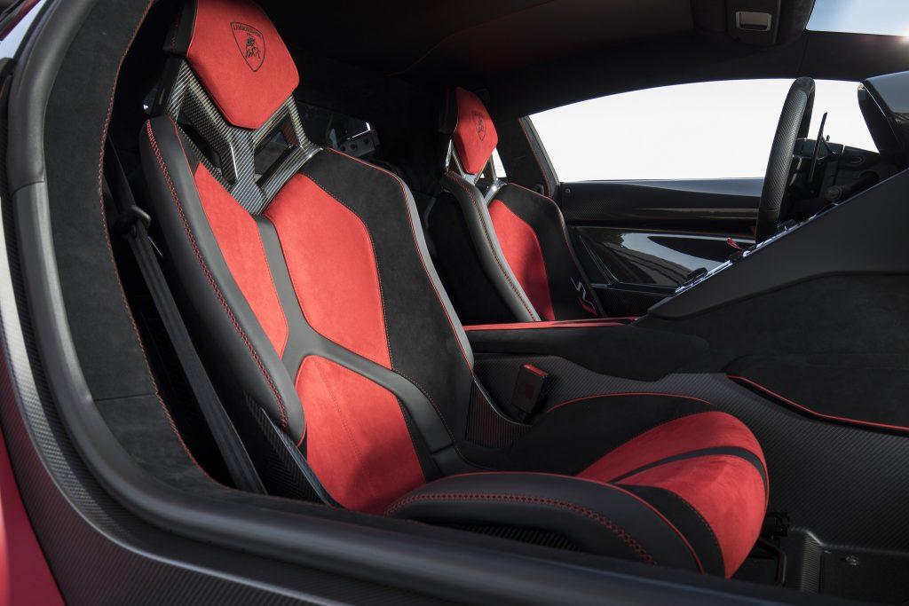 Новый Lamborghini Aventador SVJ, сиденья