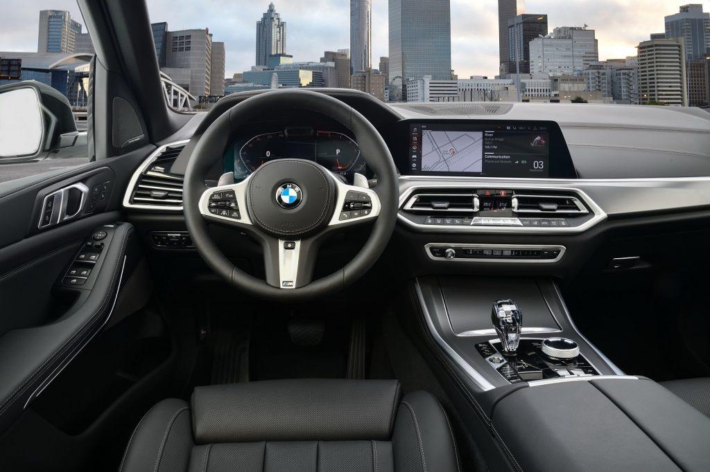 Новый BMW X5, передняя панель