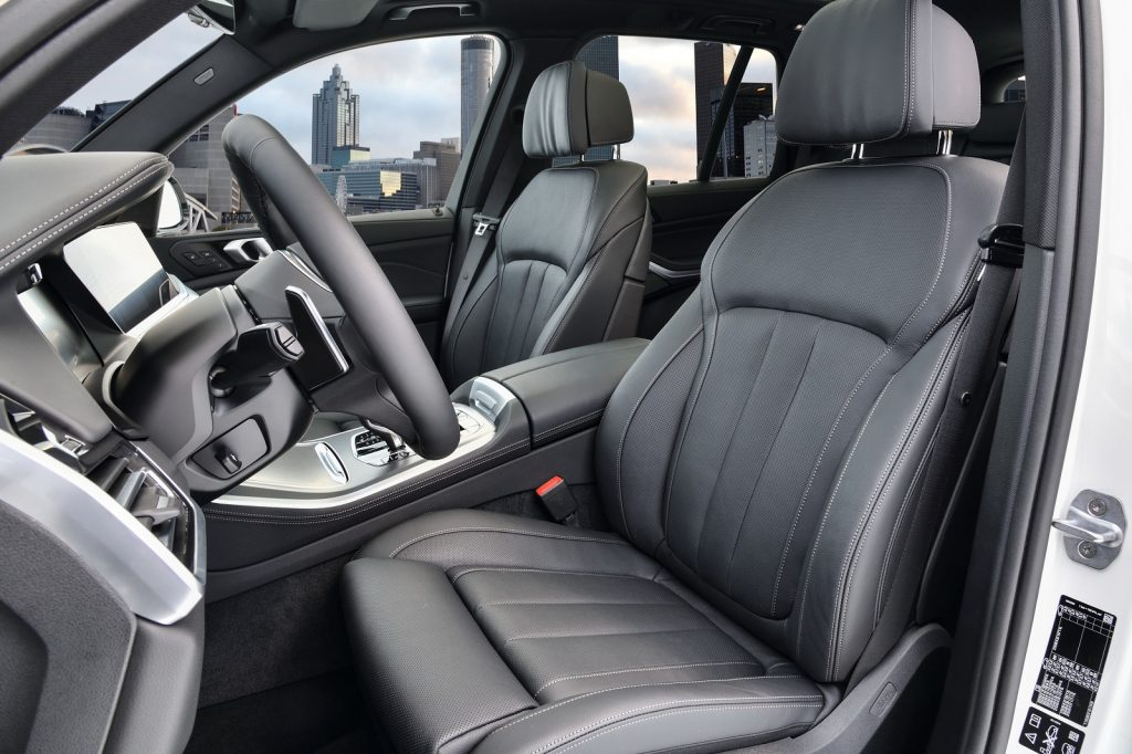 Новый BMW X5, передние сиденья