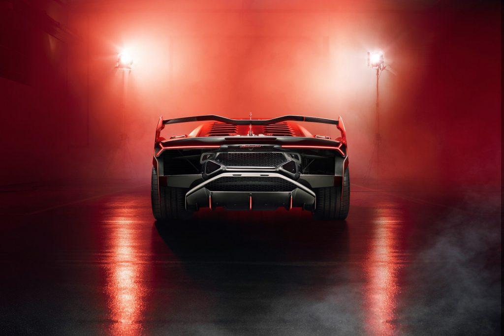 Новый Lamborghini SC18, вид сзади