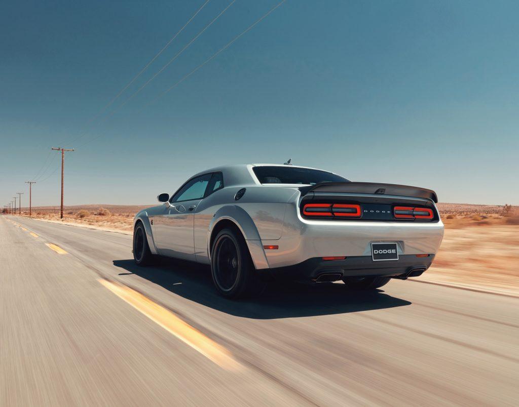 Dodge Challenger SRT Hellcat Redeye, вид сзади