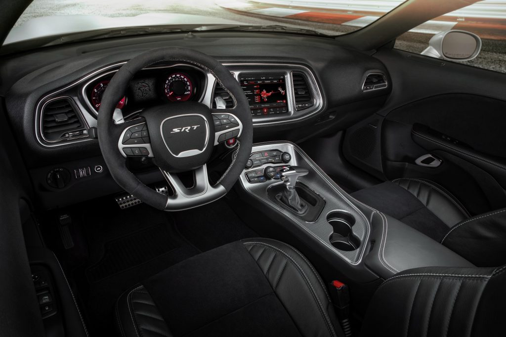 Dodge Challenger SRT Hellcat Redeye, передняя панель