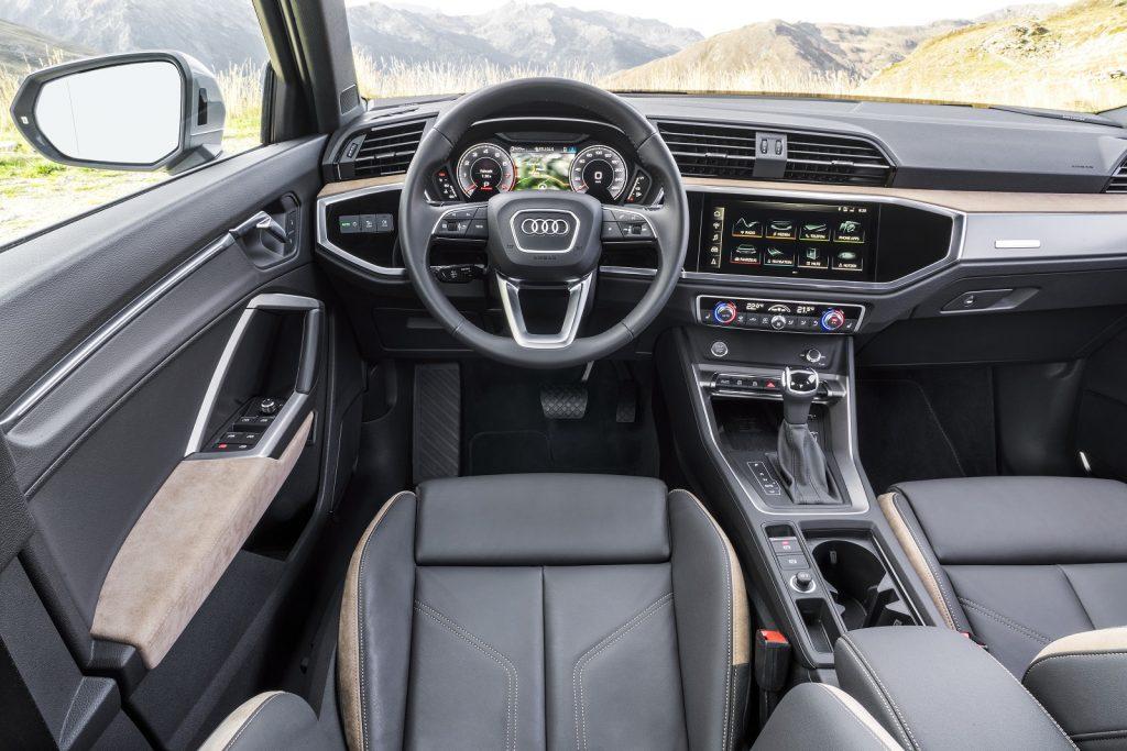 Новій Audi Q3, передняя панель
