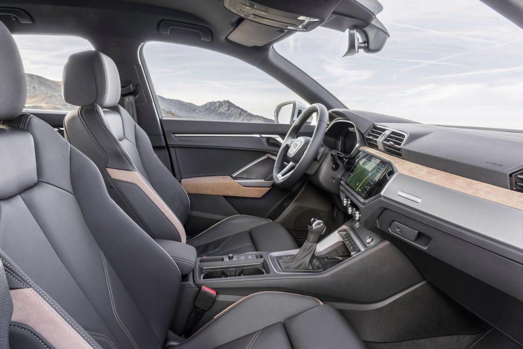 Audi Q3 2019, передние сиденья