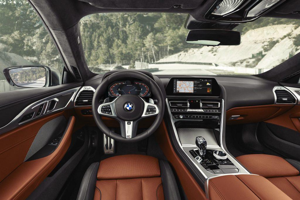Новый BMW 8 Series, передняя панель