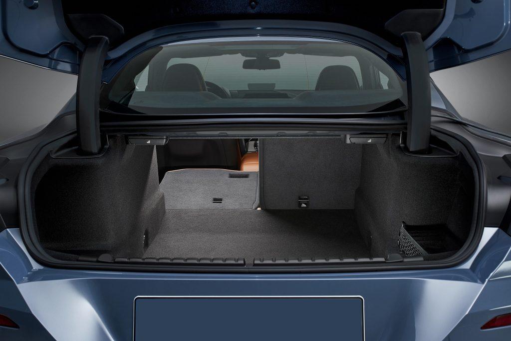 Новый BMW 8 Series, багажник