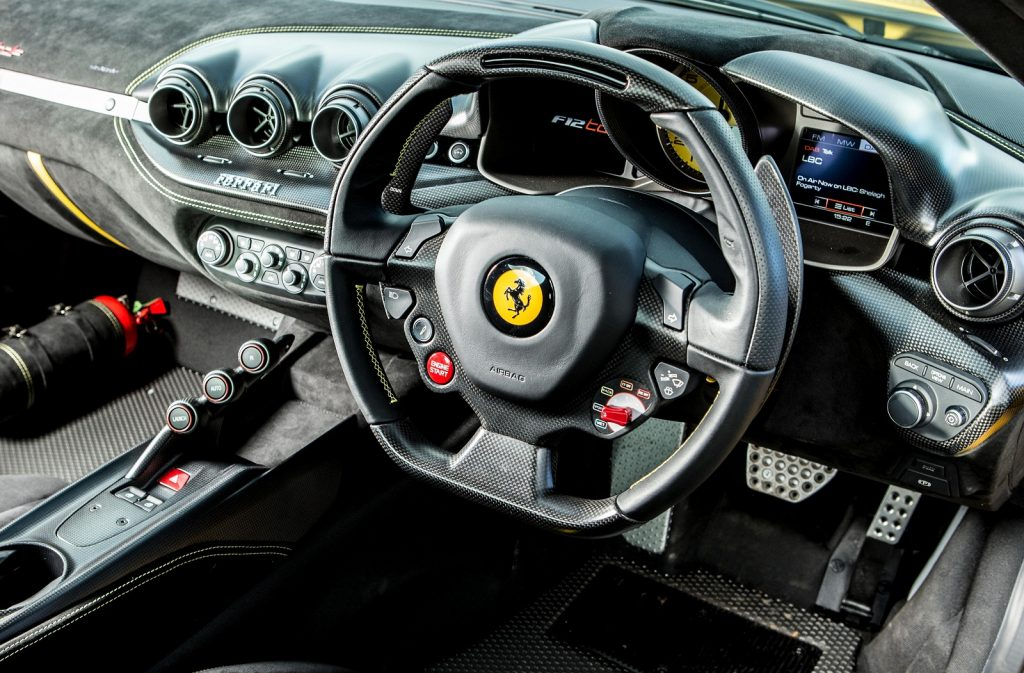 Новый Ferrari SP3JC, салон