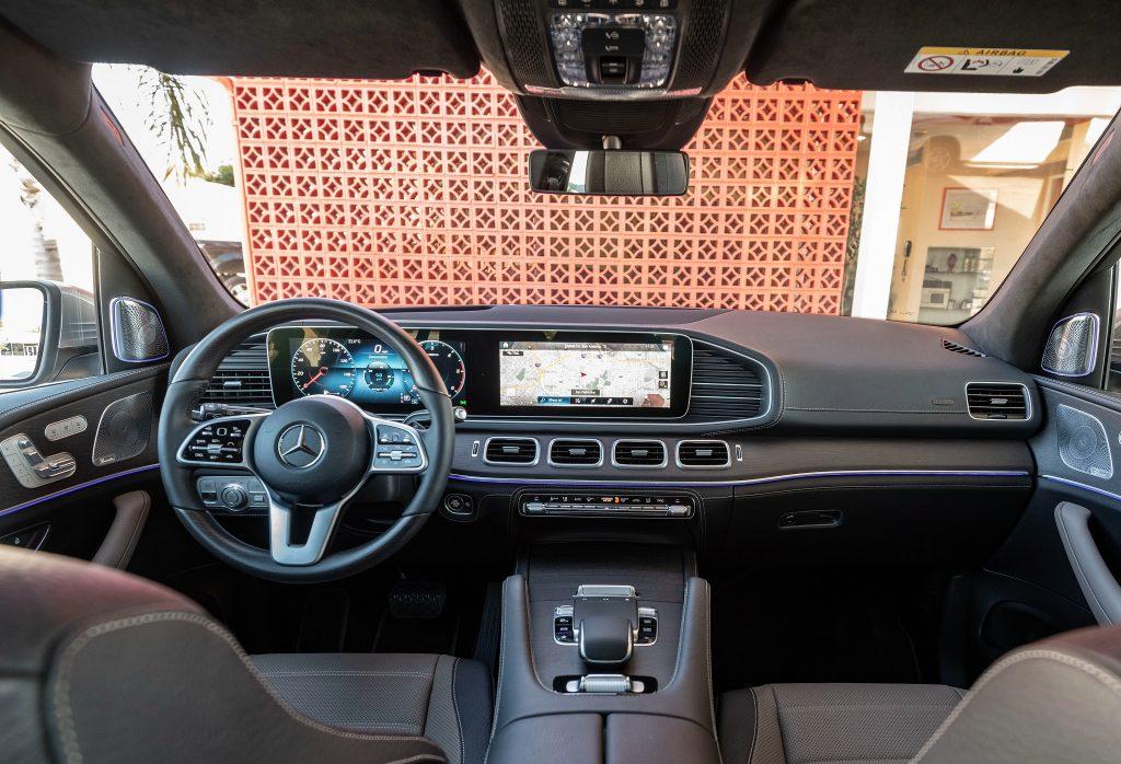 Новый Mercedes-Benz GLE, передняя панель
