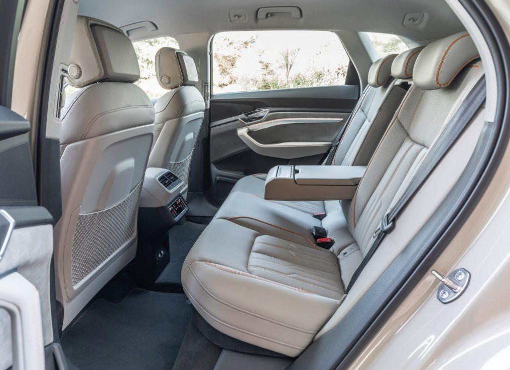 Новый Audi e-tron, задние сиденья