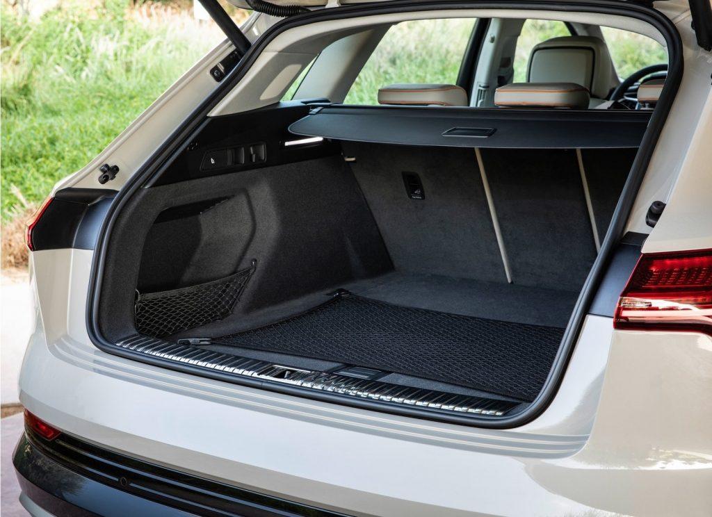Audi e-tron 2019, багажник