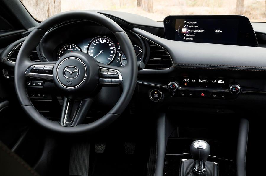 Новая Mazda 3, передняя панель