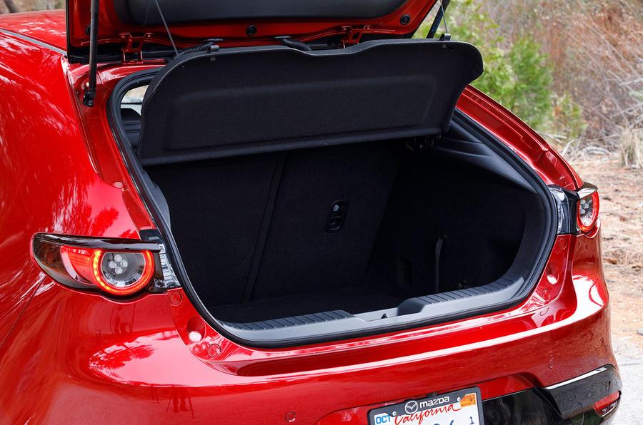 Новая Mazda3, багажник