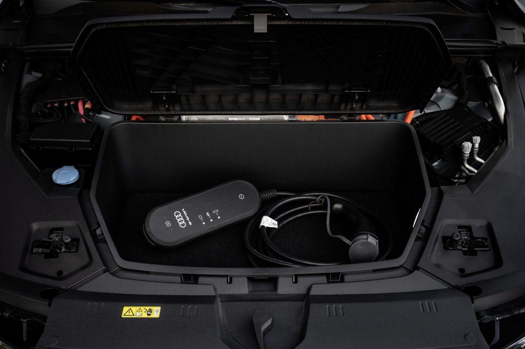 Новый Audi e-tron, передний багажник