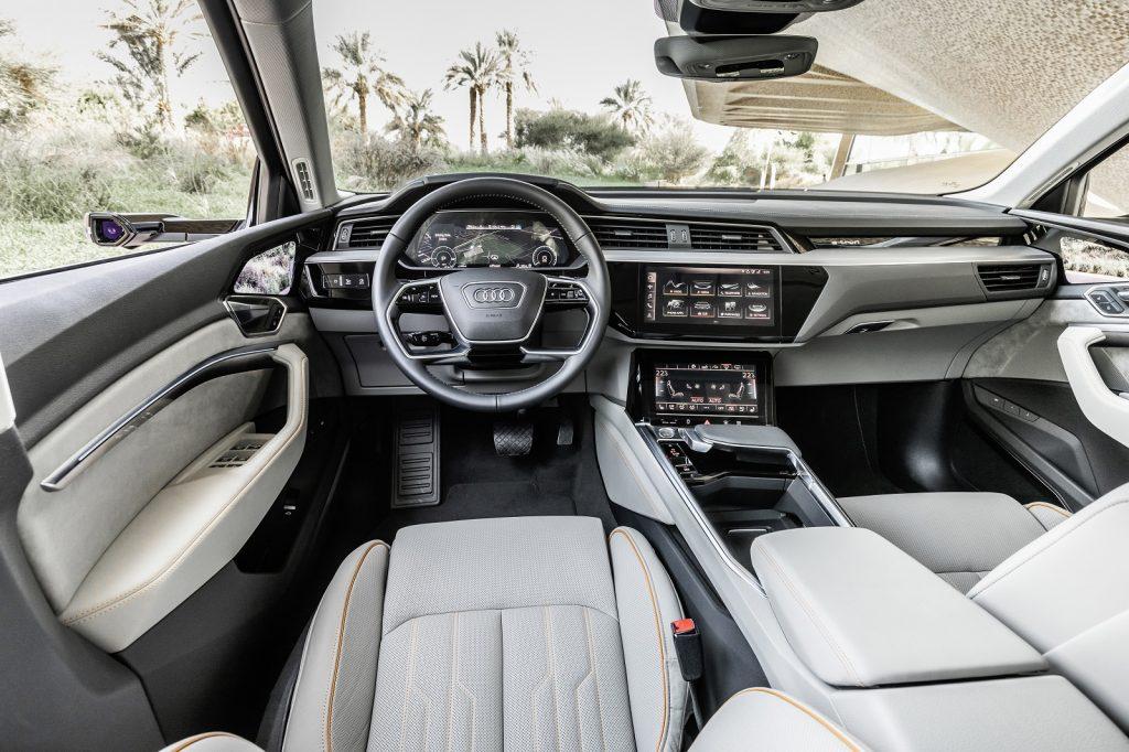 Новый Audi e-tron, передняя панель
