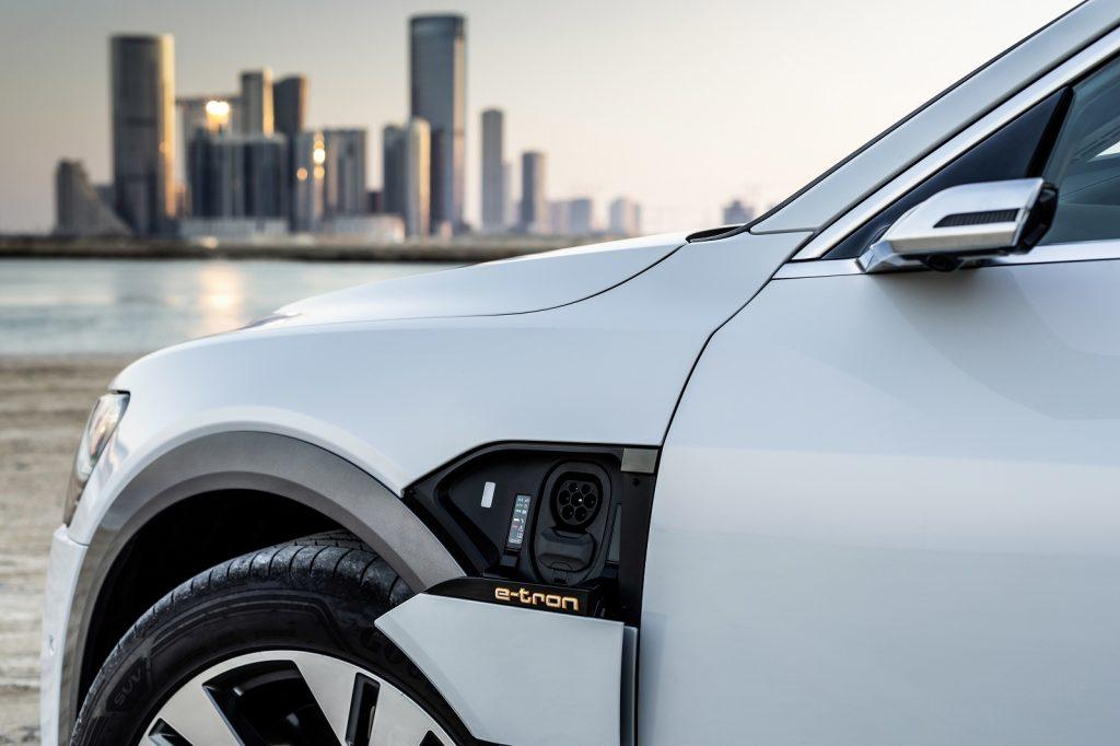 Audi e-tron, разъем для зарядки